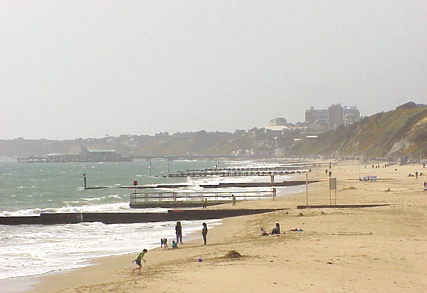 Bournemouth Beach, April 1999 (69425 bytes)