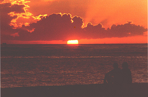 Photo taken on Waikiki Beach, the island of Oahu, 1978 (51998 bytes)